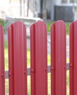 Забор из металлического штакетника под ключ от производителя